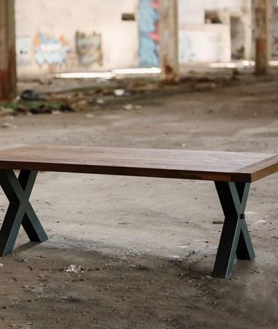Massief eiken tafel met kruispoot