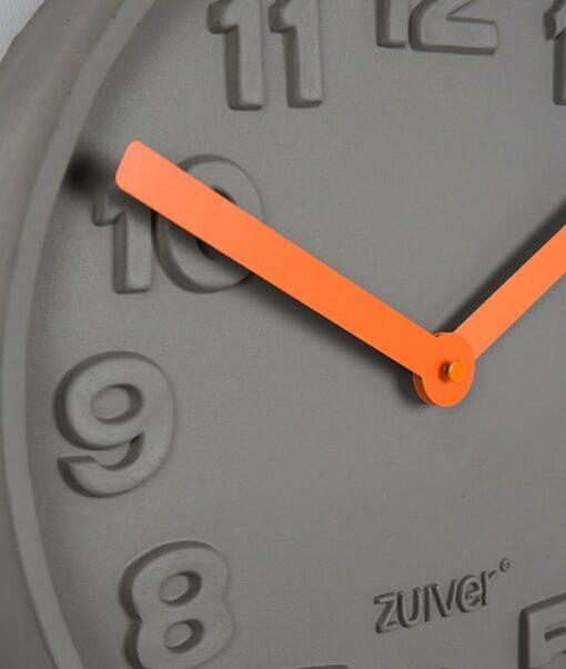 Concrete time clock detail oranje