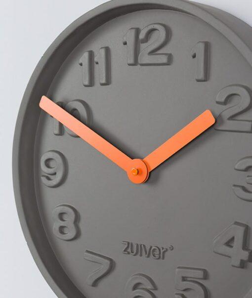 Concrete time clock detail oranje zuiver