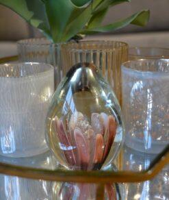 Botanics bloem in glas roze detail