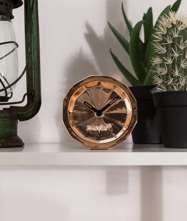 Leuke-decoratie-foto-van-deze-koperen-klok